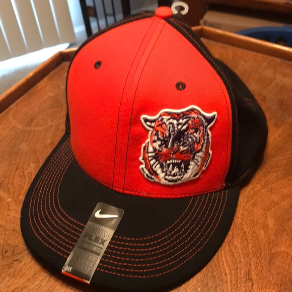 7200a85a42502 Nike vintage Clemson Tiger flex fit hat